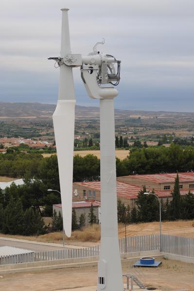 Ades. Turbina eólica pendular. Energía eólica, energía solar